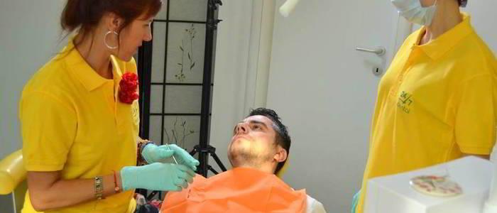dupa-implant-dentar-se-umfla-fata.jpg
